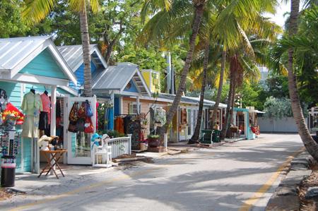 """""""Frente de las tiendas en una calle de Florida"""