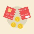tarjeta de crédito y monedas