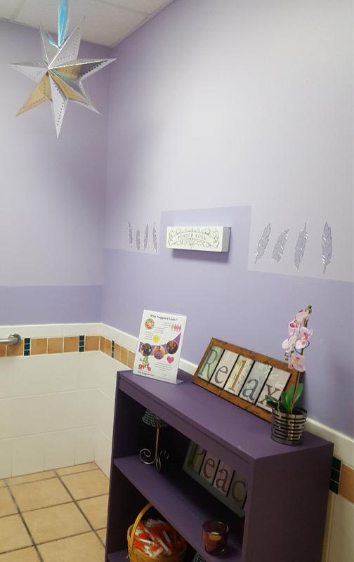 Baño redecorado para el personal en el Centre for Girls