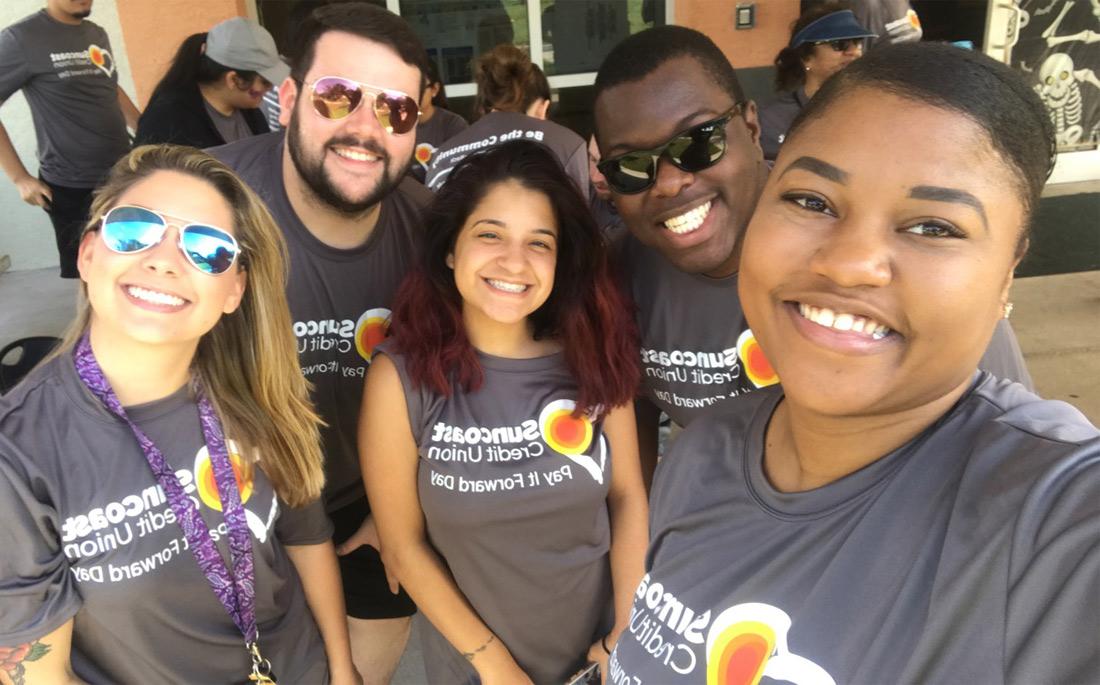 Suncoast Credit Union hace trabajo voluntario en Kid's Place
