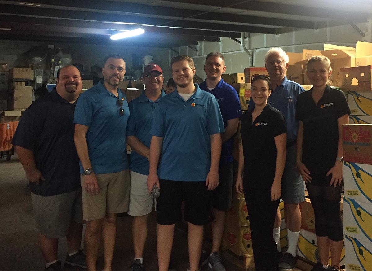 Los empleados de Suncoast Credit Unionhacen voluntariado por el Día de cadena de favores2018