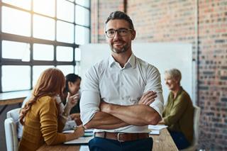 Propietario de un empresa en una reunión en la oficina