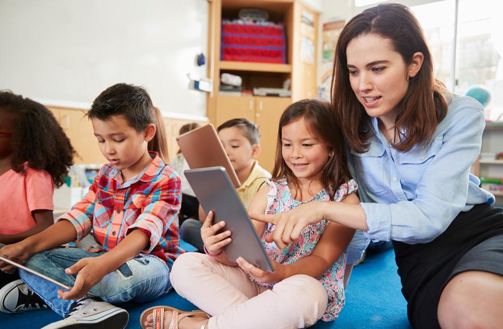 Ayudar a niños en la escuela