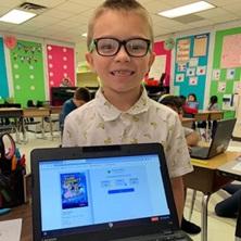 Niño con laptop