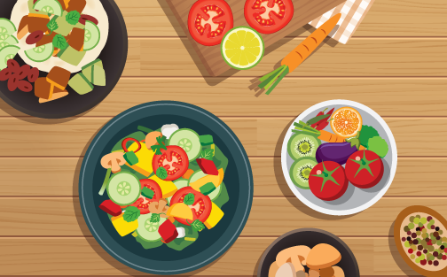 Un sartén con alimentos saludables en una mesa de madera